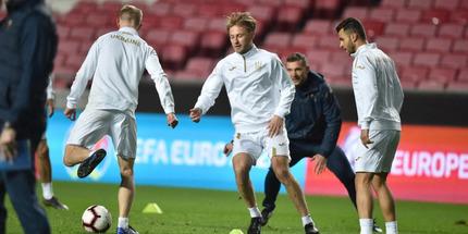 Украина сыграет товарищеские матчи с Францией и Польшей