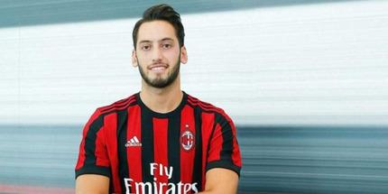 Милан хочет продлить контракт с Чалханоглу