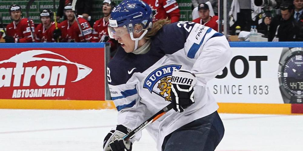 Патрик Лайне в атаке сборной Финляндии