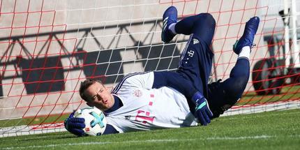 Бавария продлила контракт с Нойером