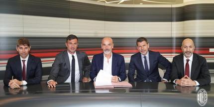 Милан продлил контракт с Пиоли