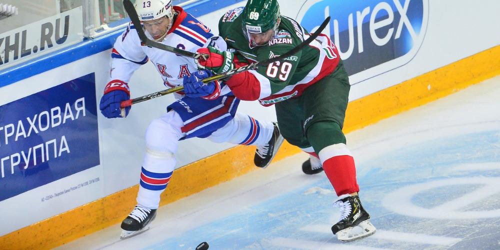 Павел Дацюк в атаке СКА