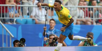 Бразилия уверенно справилась с Мексикой