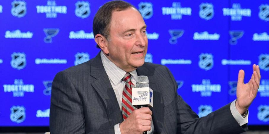 Комиссар НХЛ Гэри Беттмэн